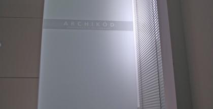 Sklenené reklamné tabule - pieskovaný nápis